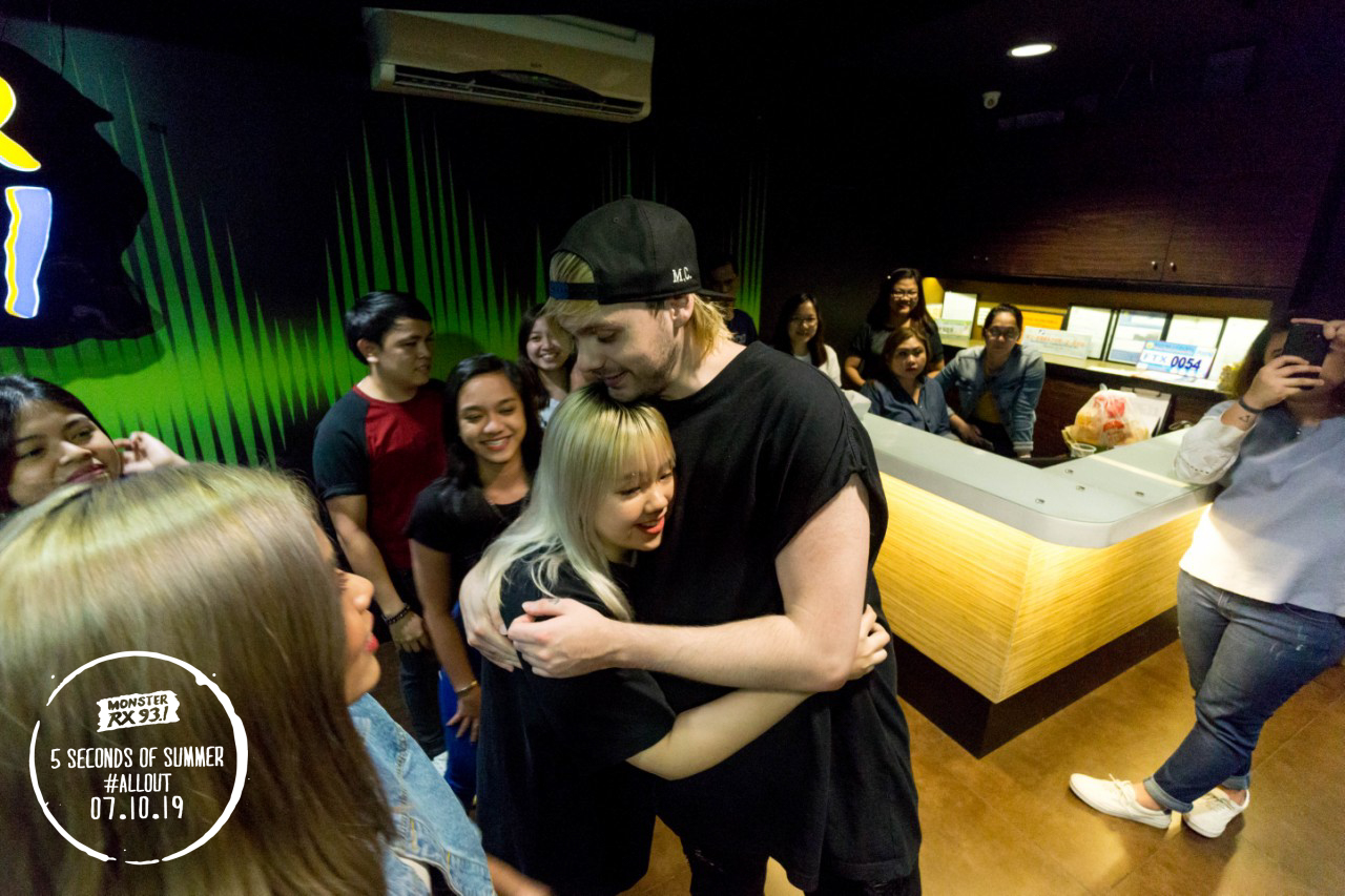 5SOS Goes All Out | #5SOSJUSTWOKEUPINMNL | Monster RX93 1